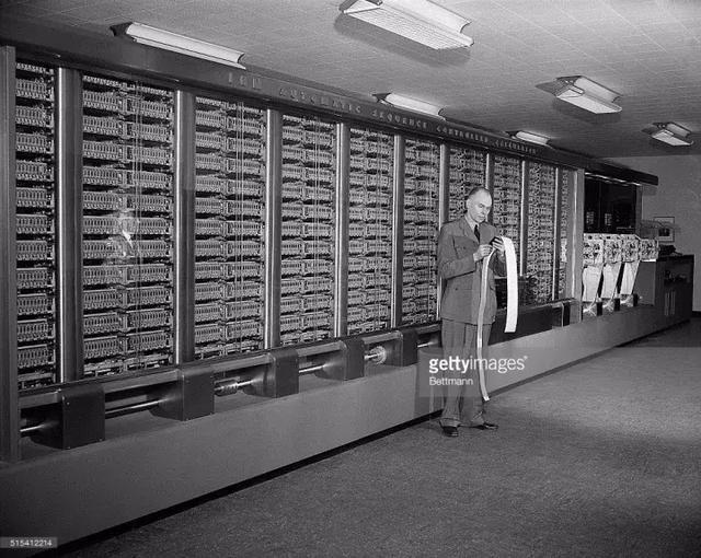 计算机语言之母:格蕾丝·赫柏,请向她致敬